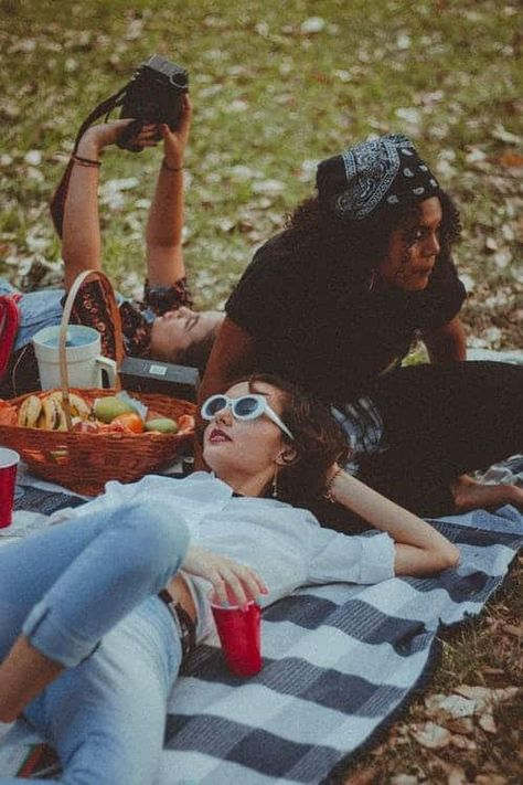 One of many great free stock photos from Pexels. This photo is about togetherness, wear, women Picnic Date, Summer Picnic, Picnic Photography, Photography Poses, Picnic Photo Shoot, Shooting Photo Amis, Picnic Pictures, Shotting Photo, Picnic Outfits