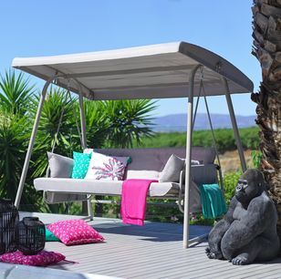 Hollywood Hintaagy Montenegro Kapcsolatfelvetel Momax In 2020 Outdoor Bed Outdoor Decor Decor