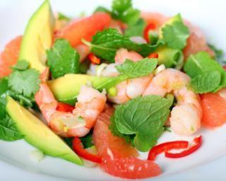 Salade minceur avocat crevettes pamplemousse : http://www.fourchette-et-bikini.fr/recettes/recettes-minceur/salade-minceur-avocat-crevettes-pamplemousse.html