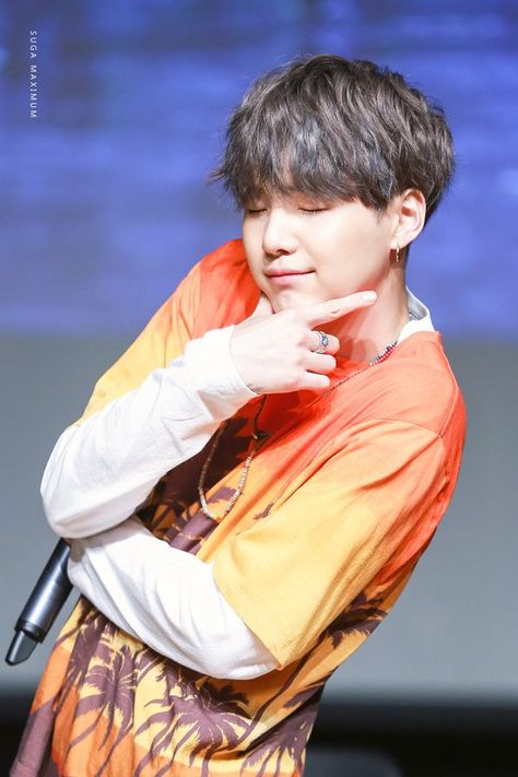 Y'all let me tell you. Sugar is supreme daddy. FOR Y'ALL IN THE BACK! MIN YOONGI IS THE SUPREME DADDY