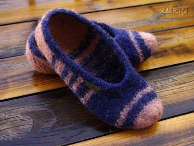 Filcowane Kapcie 3 Kapcie Zrobione Sa Na Drutach Z Welny I Sfilcowane W Pralce Diy Diy Crochet Slippers Crochet Slippers Slippers