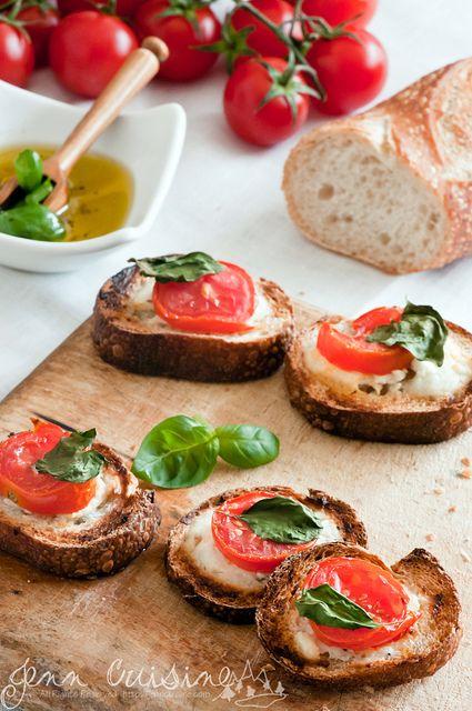 tomato and chevre crostini,ooooooh