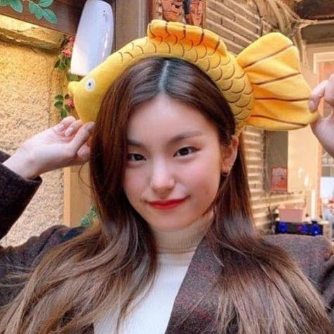 Kpop Girl Groups, Korean Girl Groups, Kpop Girls, My Girl, Cool Girl, Messy Curls, Indie, Aesthetic Songs, Cute Korean Girl