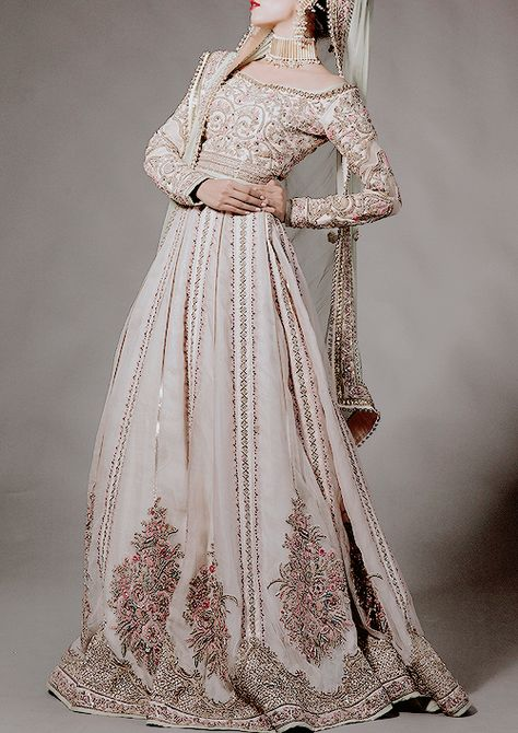 Viktoriana was married briefly before she left to rule Victoria Island. Her marriage ended after only a few short years, as the Princess was barren, unable to produce an heir. She wore a dress similar to the one pictured.