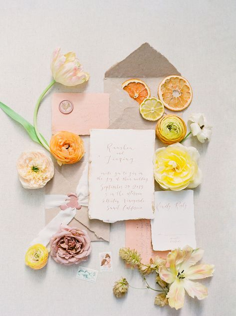We've always been huge fans of fruit as wedding decor and centerpieces. But this wedding? Takes it to a whole.new.level. Check it out! #orangeweddings #gardenchicweddings #citrusweddingdecor