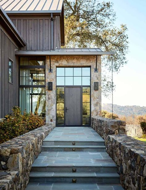 Tour this dreamy mountain home ranch in California's Napa Valley - - Mountain home ranch is designed by Amy Alper Architect and Jennifer Robin Interiors, located in Calistoga, a city in Napa Valley, California. Mountain Home Exterior, Modern Mountain Home, Mountain House Plans, Mountain Homes, Mountain Cake, Fuji Mountain, Winter Mountain, Mountain Biking, Napa Valley