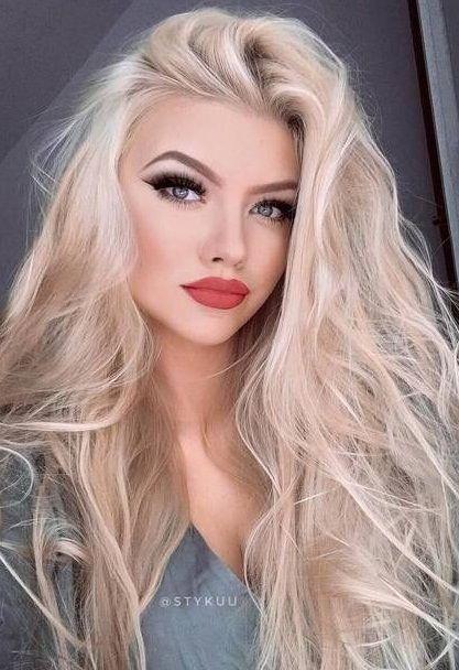 Beautiful Long Blonde Hair Extensions Makeup Blue Eyes Red Lips Blonde Hair Makeup Blonde Hair Blue Eyes Hair Styles