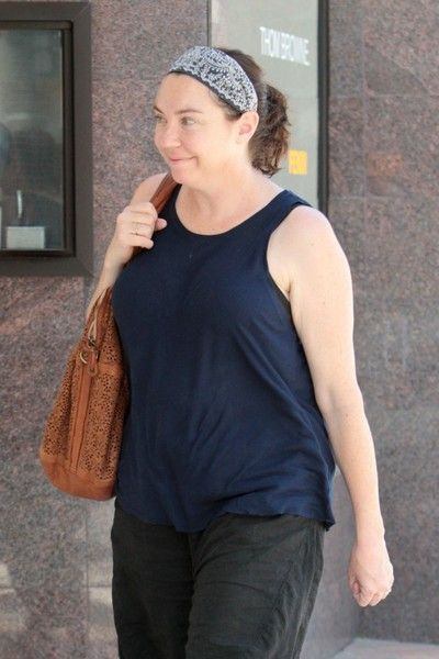 Stephanie Courtney Photos Photos Stephanie Courtney Looks Casual While Shopping In Beverly Hills Casual Looks Navy Blue Tank Top Black Sweatpants