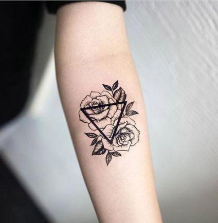 Arm klein frau tattoo 46 Wanderlust
