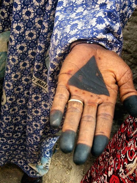 Mali, symbolic hand painting