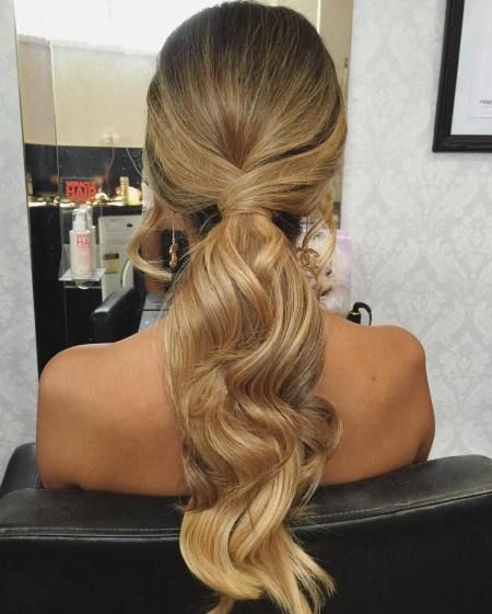 There are many choices of ponytail hairstyles that can be tried to enhance your appearance. From cute ponytails to high or low ponytail hairstyles, they can look messy, elegant and smooth. Messy Ponytail Hairstyles, Low Ponytail Hairstyles, Formal Hairstyles For Long Hair, Short Hair Updo, Wedding Hairstyles, Bridesmaids Hairstyles, Ponytail Ideas, Prom Ponytails, Bridesmaid Hair Ponytail