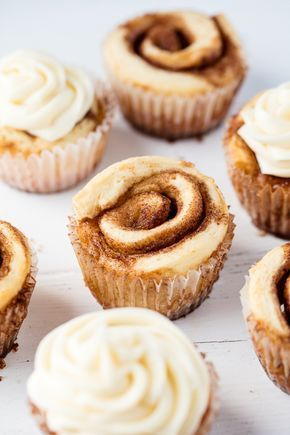 Cupcakes Cinnamon Roll Cupcakes are a fun new way to serve up single sized individual portions. These are just way too much fun!Cinnamon Roll Cupcakes are a fun new way to serve up single sized individual portions. These are just way too much fun! Slow Cooker Desserts, No Bake Desserts, Just Desserts, Dessert Recipes, Cool Cupcake Recipes, Cupcake Flavors, Cute Cupcake Ideas, Cupcake Recipes From Scratch, Food Cakes