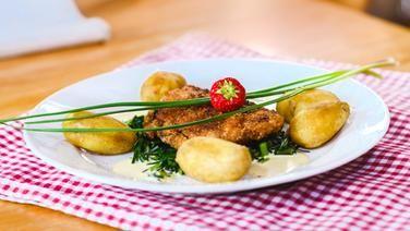 Gefulltes Schweine Ruckensteak Mit Rohrkohl Rezept Rezepte Lebensmittel Essen Und Lachsschinken