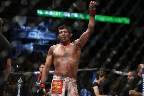 gilbert melendez vs diego sa | Gilbert Melendez (Esther Lin/MMA Fighting)