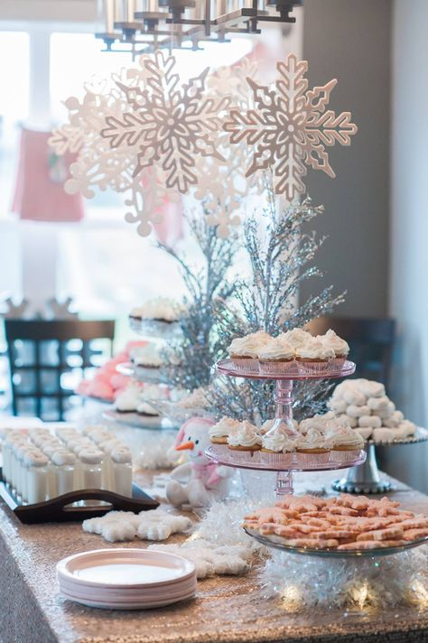 First Birthday Party Ideas - A Winter Wonderland party in hues of silver, white, pink and blue is perfect for a winter birthday child. shower ideas Winter ONEderland First Birthday Party Ideas Idee Baby Shower, Fiesta Baby Shower, Girl Shower, Baby Shower Parties, Baby Shower Brunch, Winter Wonderland Decorations, Winter Wonderland Birthday, Wonderland Party, Winter Wonderland Christmas