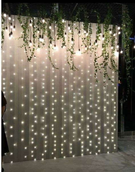 Inspiration for wooden wall backdrop photo booth on wedding 00044