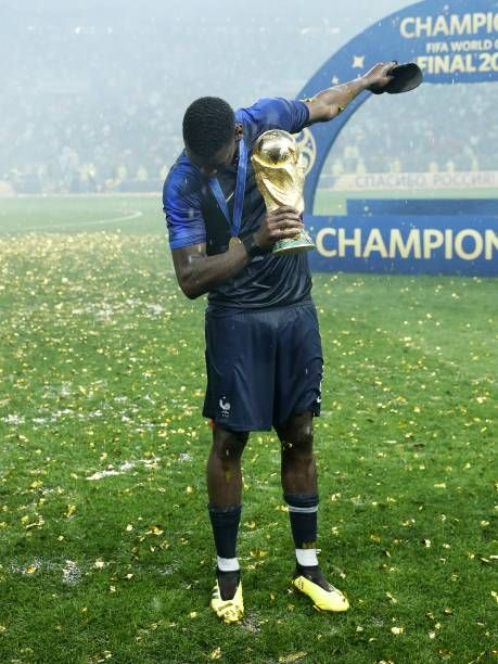 Paul Pogba Of France Dabs With The World Cup Trophy Fifa World Cup Picture Id1000052862 459 612 Paul Pogba Manchester United Players World Cup Trophy