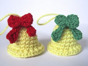 A simple and fast pattern to decorate your trees: two bells embellished with a ribbon and a sleigh bell.