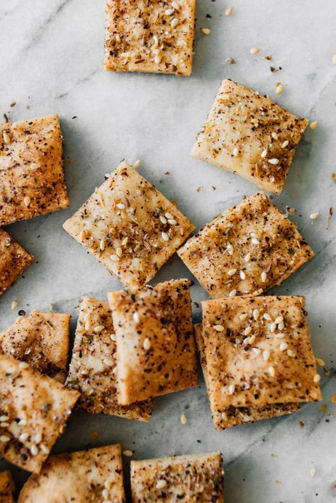 Wondering what you can do with discarded sourdough starter? Make these quick and simple sourdough crackers with homemade za'atar spice!