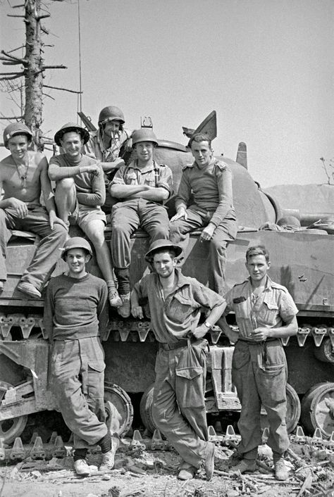Tankmen of the New Zealand Armored Brigade of the Sherman tank in Cassino, may 1944 - pin by Paolo Marzioli