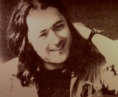 Photos en vrac - Page 3 F16c38aa98ff599d22677576c668e17e--rory-gallagher-guitar-pics