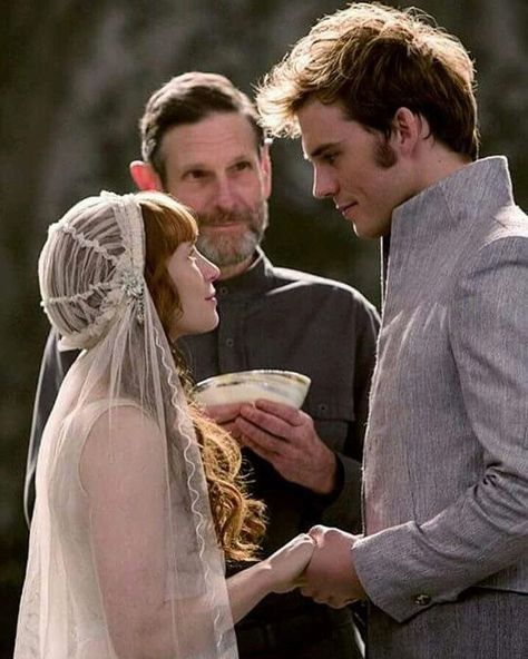 Sam Claflin and Stef Dawson as Finnick & Annie in The Hunger Games: Catching Fire Hunger Games: Mockingjay - Part 1 Hunger Games: Mockingjay - Part 2