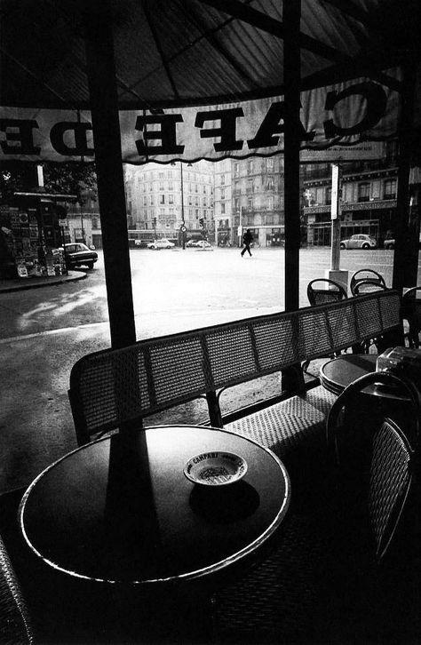 Le cafe de Flore au petit matin en 1976