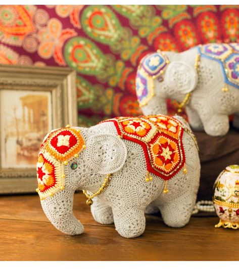 Shereo's crochet pattern video tutorial of mascot elephant decration