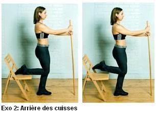 ARRIERE DES CUISSES Debout devant une chaise, on pose une jambe derrière soi, sur la chaise. On prend un bâton dans la main pour garder l'équilibres, et on ramène le pied en flexion vers la fesse. On souffle pendant la montée du talon. Les 2 genoux sont côte à côte et les abdos serrés à fond.   3 séries de 20 mouvements de chaque côté.
