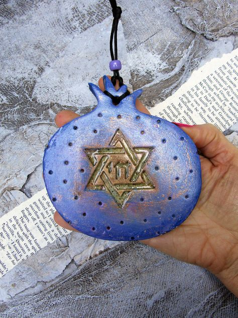 Pomegranate Star Of David Chai Wall Hanging Pottery Jewish Symbol Of Fruitfulness And Wisdom Wall In 2020 Handmade Ceramics Hand Decorated Jewish Symbols