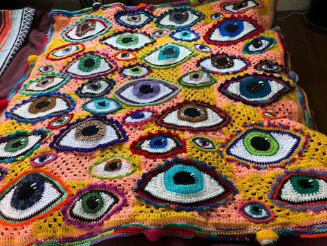 Eyeball Blanket for a baby! Yarn Projects, Knitting Projects, Crochet Projects, Sewing Projects, Cute Crochet, Crochet Crafts, Crochet Crop Top, Crochet Art, Crochet Motif
