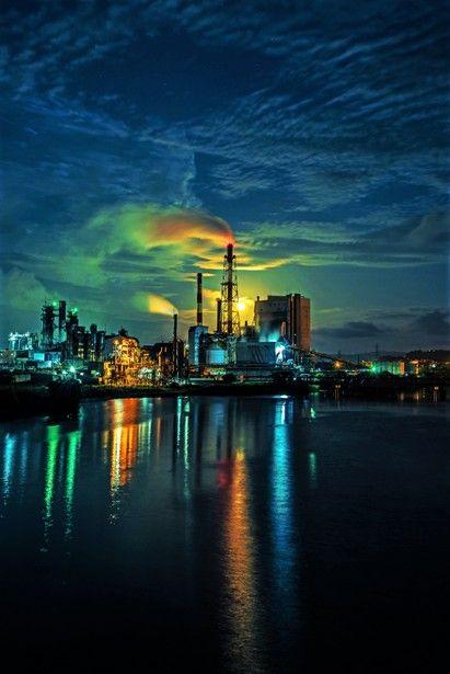 未明の月明り 街並み 建物 夜景の写真 Ganref 夜景 街並み 工場萌え
