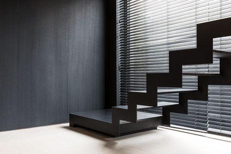 De thin black is een moderne trap in staal met slijtvaste treden