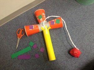 幼児の手作りおもちゃ 紙コップを使った遊びで集中力アップ 笑顔 手作りけん玉 手作りおもちゃ 紙コップ 紙