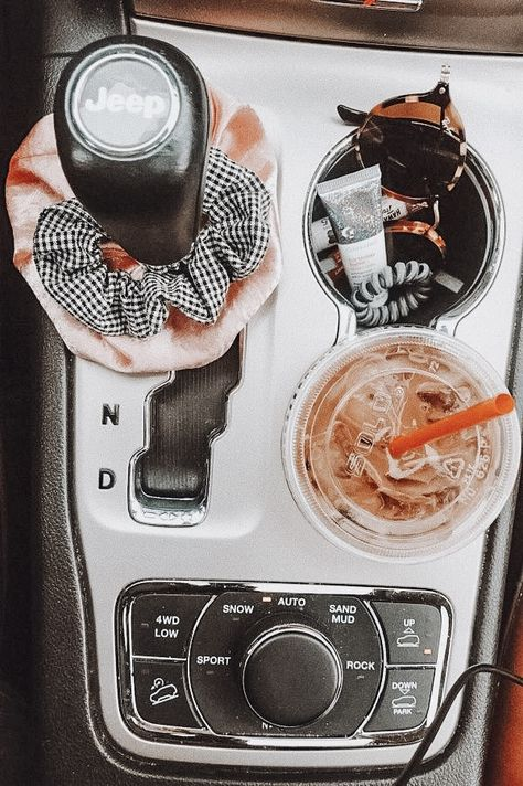 25 Ideas For Cute Cars Accessories Vsco Auto Jeep, Cj Jeep, Aston Martin Vanquish, Bmw I8, Car Essentials, Beauty Essentials, My Dream Car, Dream Cars, Accessoires Jeep