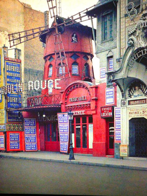 The famous Moulin Rouge music hall, 1914