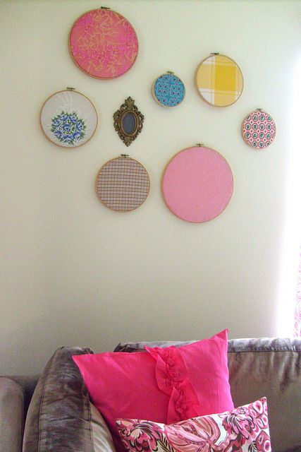 Easy, bright wall art with embroidery hoops