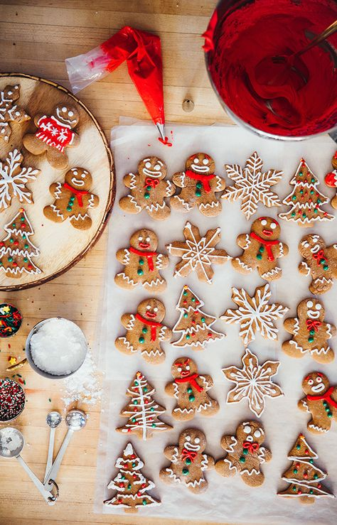 Kiel's Famous Gingerbread Cookies - Classy Girls Wear Pearls - Holiday wreaths christmas,Holiday crafts for kids to make,Holiday cookies christmas, Christmas Mood, Merry Little Christmas, Noel Christmas, Christmas Desserts, Christmas Treats, Christmas Baking, Holiday Treats, All Things Christmas, Vegan Christmas Cookies