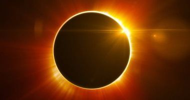 كونوا على الموعد كسوف كلى للشمس يودع 2020 الاثنين المقبل Celestial Celestial Bodies Planets