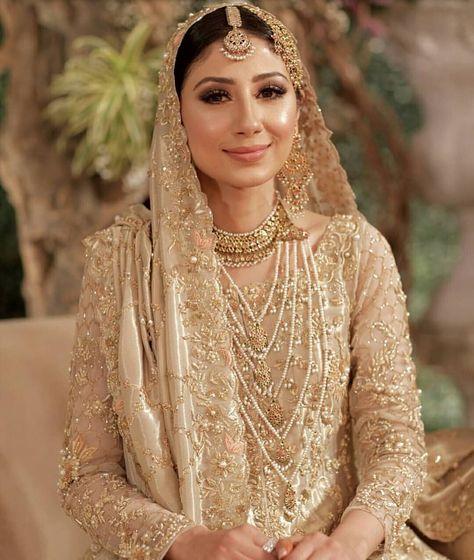 Nida looks mesmerising in a bespoke gold bridal jora at her wedding reception ?