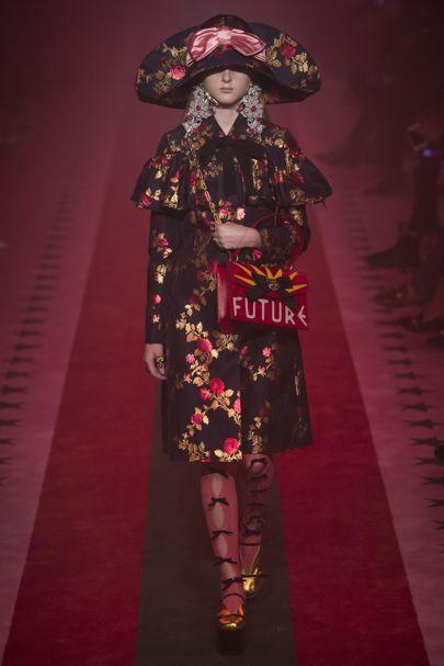 Spring/Summer 2017 Ready To Wear Gucci 르네상스 분위기 스타일 드레스