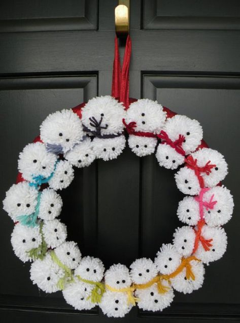 Here's a new take on the traditional festive wreath. a pom-pom snowman wreath to welcome family and friends snowman crafts Snowman Wreath, Snowman Crafts, Christmas Snowman, Christmas Projects, Holiday Crafts, Christmas Holidays, Christmas Wreaths, Christmas Ornaments, Christmas Ideas