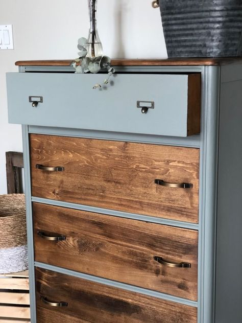 Looking for a unique way to upycle your chest of drawers? check out the before and after photos to see this painted dres Painted Drawers, Diy Drawers, Chest Of Drawers Upcycle, Wood Drawers, Tall Dresser, Old Dressers, Refurbished Furniture, Furniture Makeover, Furniture Refinishing