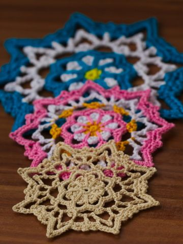 Small Flower Doily A Free Pattern Projects To Try Pinterest