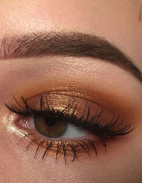63 Best Stunning 😘 Gold Glitter Eye Makeup Inspirational Idea You May Love 💛 - Glitter Makeup 08 💖 𝙄𝙛 𝙔𝙤𝙪 𝙇𝙞𝙠𝙚, 𝙅𝙪𝙨𝙩 𝙁𝙤𝙡𝙡𝙤𝙬 𝙐𝙨 💖 💖 💖 💖 💖 💖 💖 💖 💖💖 Hope you like thi golden glitter eyeshadow makeup collection! Golden Eye Makeup, Golden Eyeshadow, Glitter Eye Makeup, Natural Eye Makeup, Eyeshadow Looks, Eyeshadow Makeup, Gold Glitter Eyeshadow, Makeup Brushes, Bronze Eye Makeup