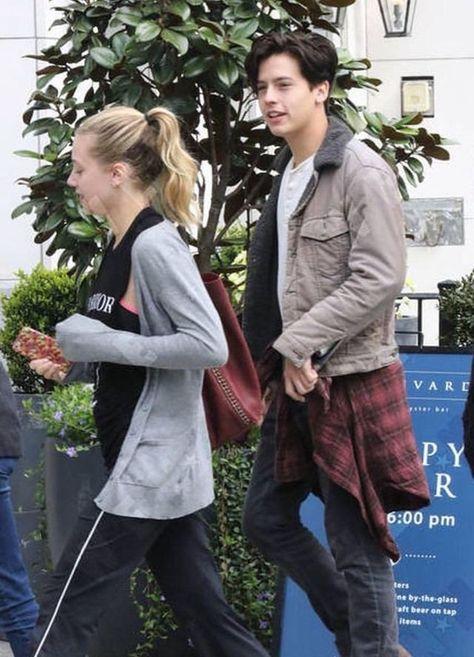 Lili Reinhart e Cole Sprouse são os protagonistas da Série da The CW,… #fanfic # Fanfic # amreading # books # wattpad