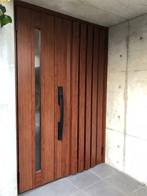 玄関ドアリフォームを兵庫で行うきたむらのビフォーアフター 玄関ドア 玄関ドア 木製 玄関