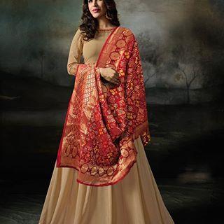 Dress It Up With Dupattas Take Cue From Deepika Padukone S Stunning Cream Suit With Red Banarasi Dupatta Get Yourse Anarkali Dress Fashion Designer Anarkali