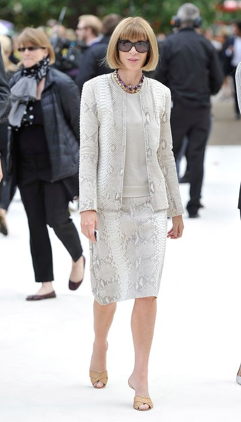 Anna Wintour Photos Photos - Anna Wintour arrives at the Burberry Spring Summer 2013 Womenswear Show at Kensington Gardens on September 2012 in London, England. - Burberry Spring Summer 2013 Womenswear Show - Arrivals