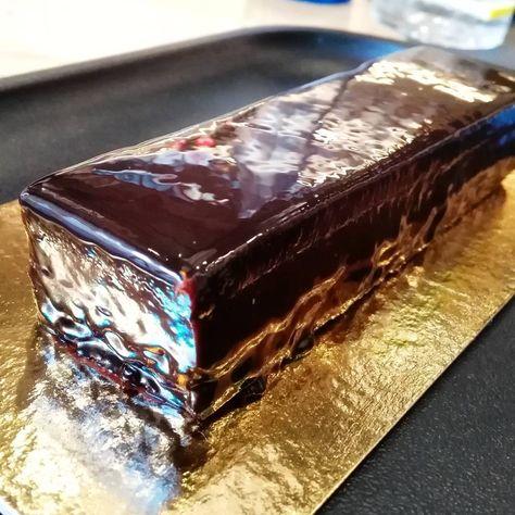 Lingote de chocolate y caramelo.  Suave, etéreo, perfecto. Un postre de alta pastelería en @bobopulpin 🍫🍫🍫🍫🍫 #food #foodporn #foodlove #foodpic #foodie #gourmet #foodphoto #restaurantesbarcelona #bcn #barcelona  #eat #comer #lunch #top #must #chocolate #sweet #dulce #dessert #postre #caramel #caramelo